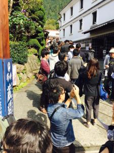 th_蔵への列