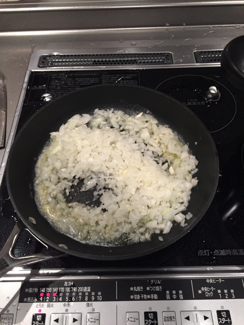 玉ねぎ炒める
